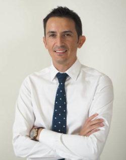 Il Dott. Alessio Biazzo ortopedico in Emilia Romagna è chirurgo specialista in protesi mininvasiva del ginocchio e dell'anca.