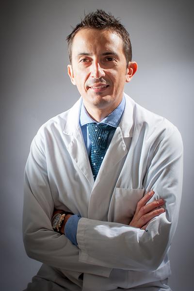 Dott. Alessio Biazzo ortopedico specialista in chirurgia protesica mininvasiva del ginocchio e dell'anca